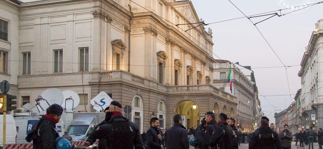 """Prima del Teatro alla Scala: """"Madama Butterfly"""" senza politici ma con tante forze dell'ordine"""