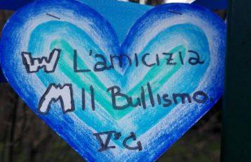"""Giornata nazionale contro il bullismo e il cyberbullismo: """"Un Nodo Blu – le scuole unite contro il bullismo"""""""